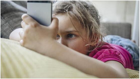 英官员:社交媒体如垃圾食品 可使孩童上瘾