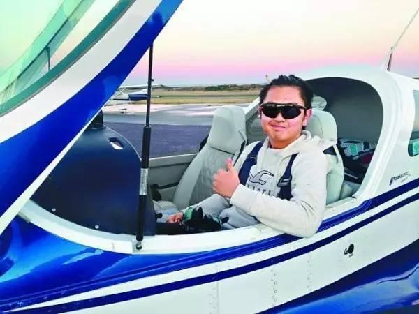 19岁香港学生澳洲坠机身亡 目击者:坠机前浓烟四起