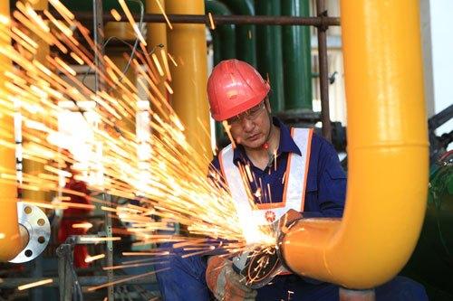 探秘53摄氏度高温下的炼油生产区