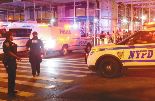 纽约连发3起华裔遭锁喉抢劫案 警方通缉非裔劫匪