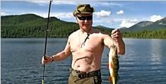 普京休假下水捕鱼秀身材 光膀子晒太阳心情不错
