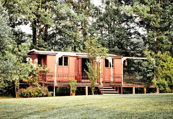 铁皮车厢被改成迷你小屋 售价近两百万