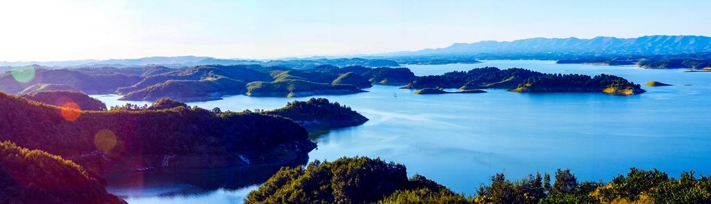 """图片 胡文波 摄   3月29日,丹江口水库被国务院评为第九批国家风景名胜区。景区总面积471.15 平方公里,水域面积 154.65平方公里,属于湖泊类特大型风景名胜区,被誉为""""中国水都、亚洲天池"""",是亚洲第一大人工淡水湖。"""