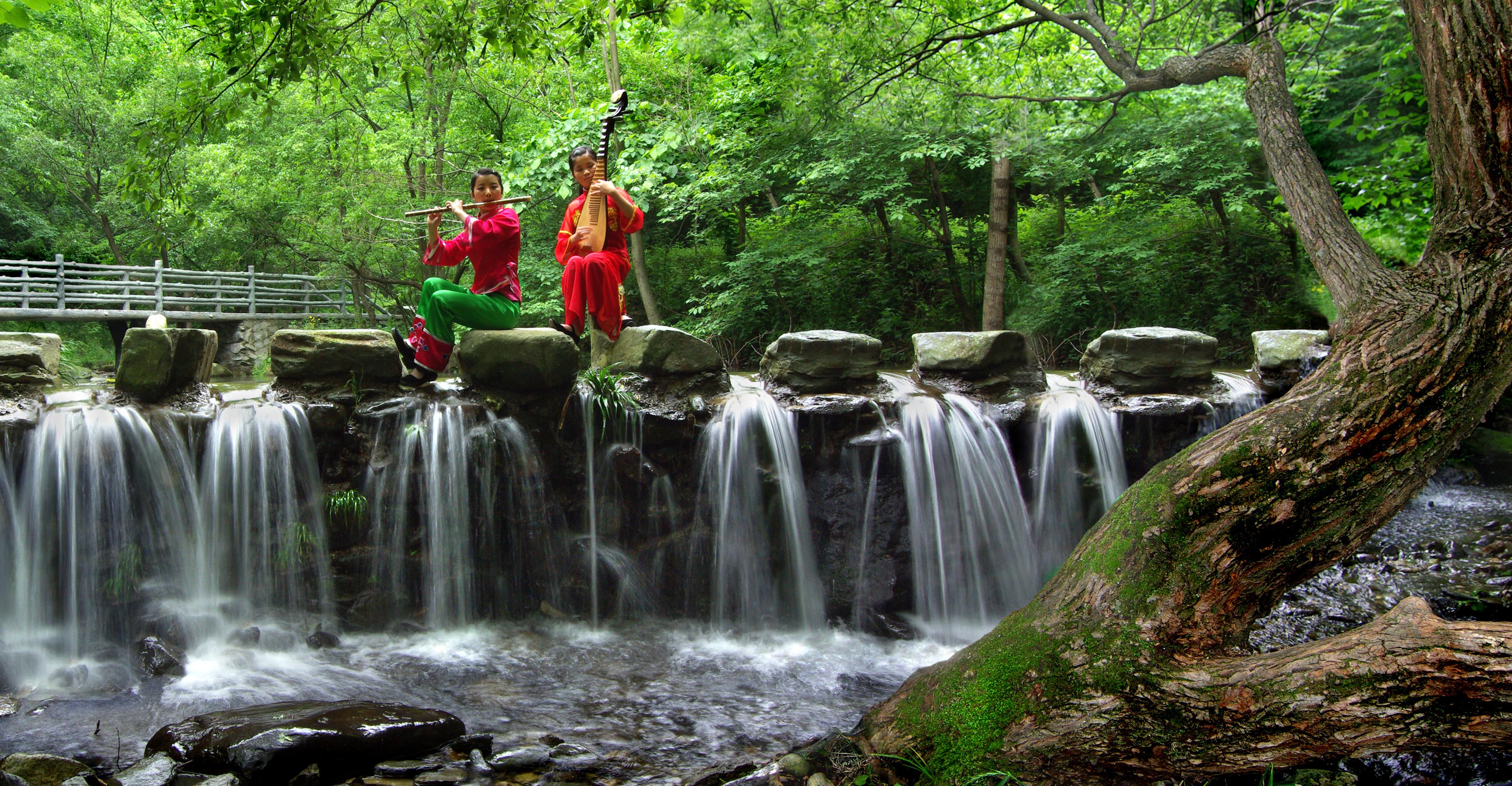 旅游 出游 正文    武当南神道,位于丹江口市官山镇境内,是武当后山的