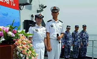 海军伉俪亚丁湾上举行婚礼