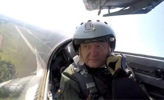 乌克兰总统乘坐米格-29战斗机飞行