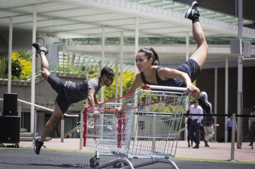 奥克兰Civic Square上的舞蹈表演(新西兰先驱中文网微信公众号)