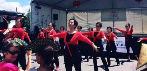 2016年New Lynn新春花市的广场舞表演(新西兰先驱中文网微信公众号)
