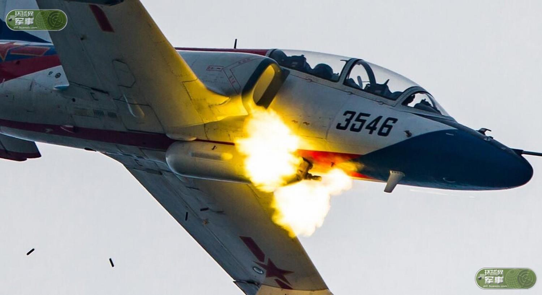 航空飞镖中国战机猛烈开火