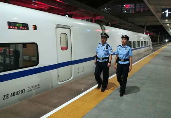 九寨沟发生7级地震 成都紧急扣停部分列车