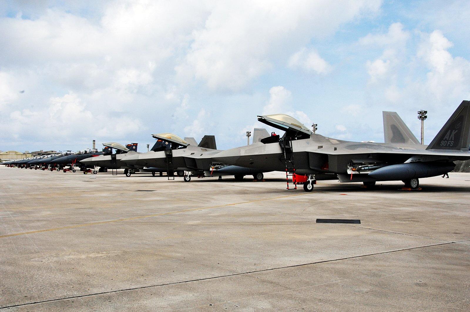 朝鲜称正考虑通过导弹对关岛周边进行包围射击