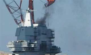 国产航母冒出黑烟或正测试动力
