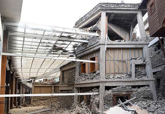 震后九寨沟酒店:游客露宿 餐厅被毁