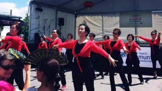 外媒:华人大妈在新西兰跳广场舞丢人?
