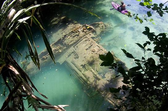 帕劳附近惊现二战失事飞机 背面向下浮筒丢失