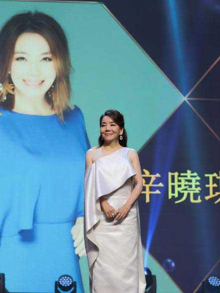 辛晓琪独揽华语金曲两大奖项 现场献歌震慑全场