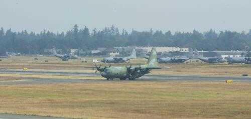 韩军C-130H运输机在美参加多国空演