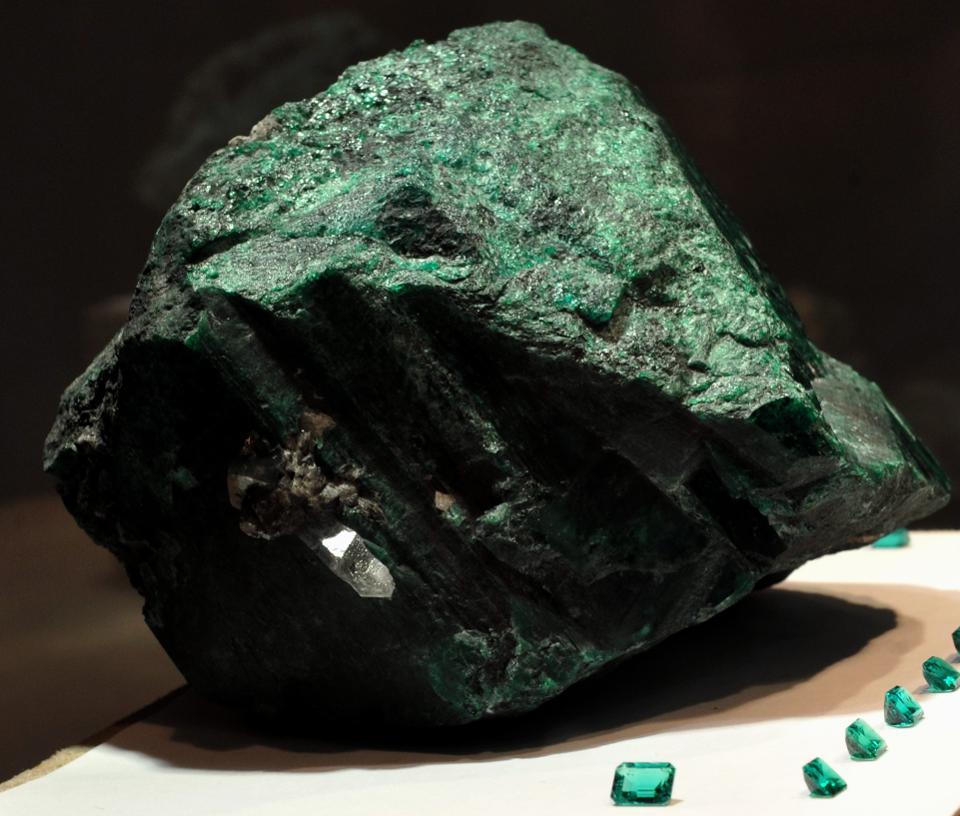 巴西矿工发现重360公斤翡翠矿石 估价合20亿元