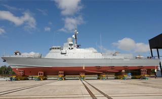俄军新版轻护舰下水:满排800吨要装巡航导弹