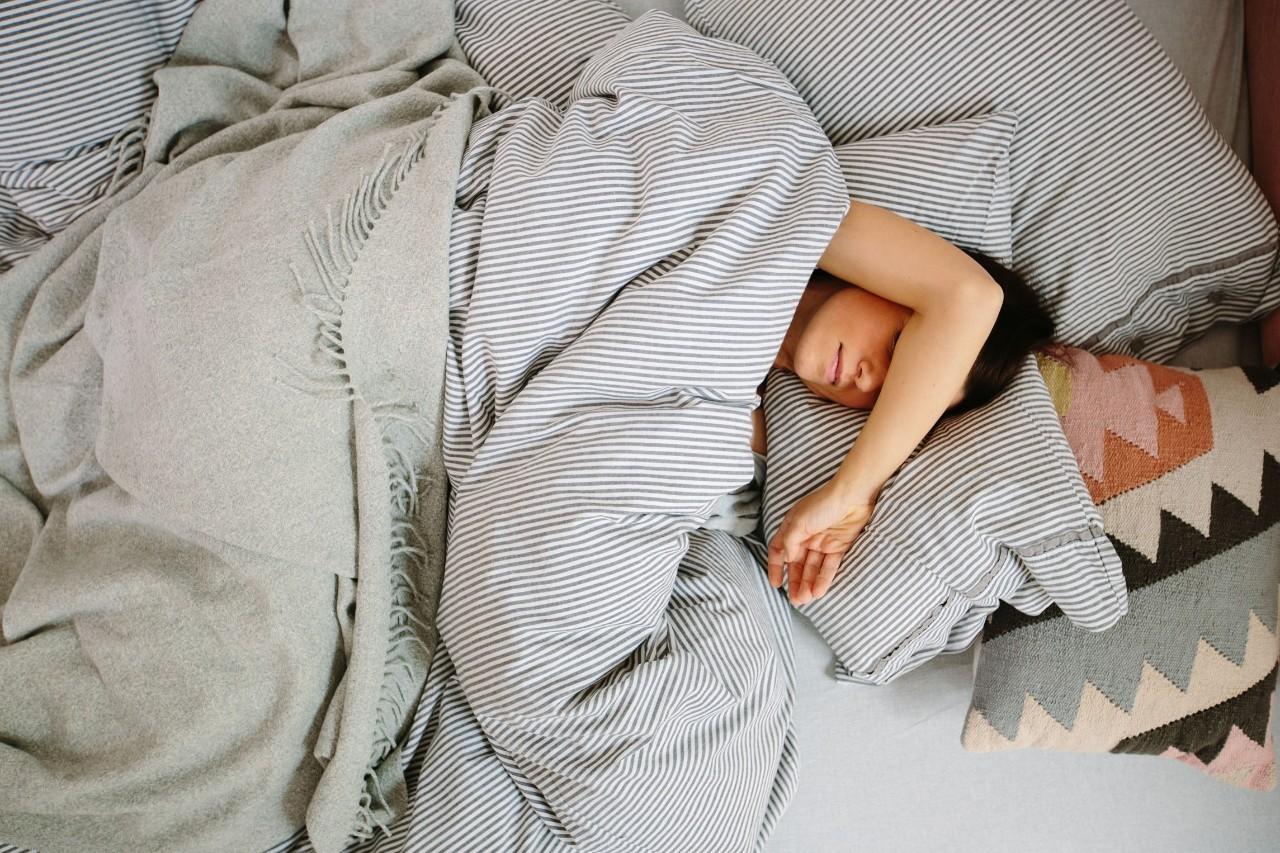 """4个神奇的""""安眠穴"""",让你一觉睡到自然醒"""