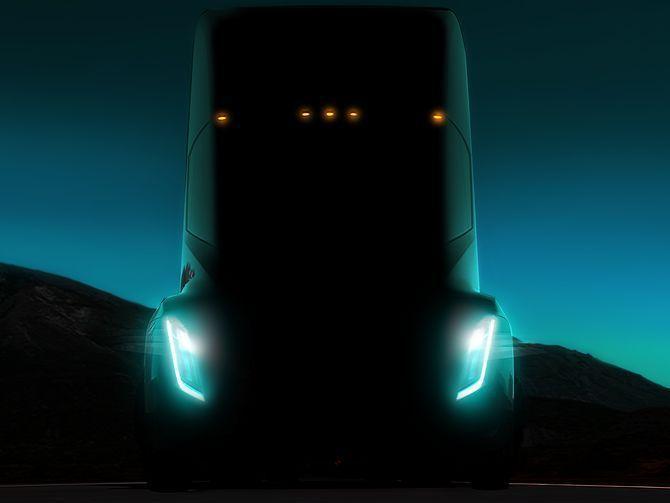 传特斯拉开发无人驾驶半挂卡车 将很快上路测试