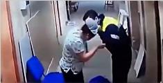 智利男子用脚踢怀孕护士