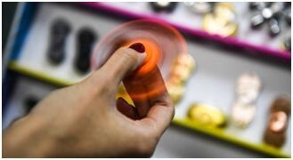 日本推出世界上旋转时间最长指尖陀螺
