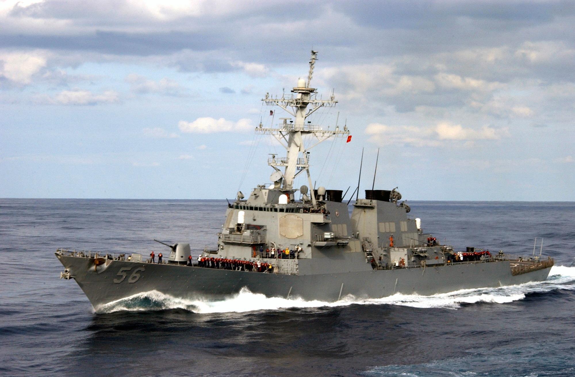 美驱逐舰擅闯南沙美济礁 中国派出军舰警告驱离