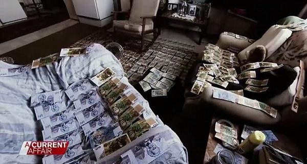 澳八旬老汉在12年前所买油漆桶中发现30万元现金
