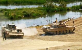 坦克大赛中印同场竞技:T-90抛锚被救援车拖走