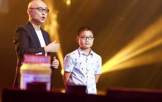 《了不起的孩子》变《最强大脑》11岁男孩魔方技能