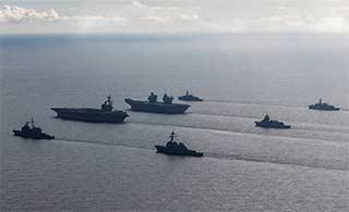 阵势浩大:英航母海试美航母跟随