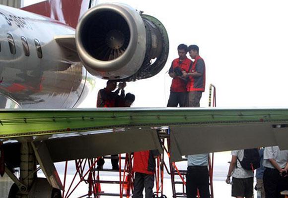 """揭秘天津""""飞机医院"""":代表围观检修飞机"""