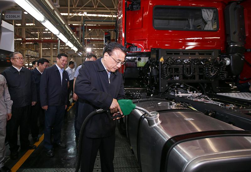 """李克强谈""""中国制造2025"""":从制造大国迈向制造强国"""