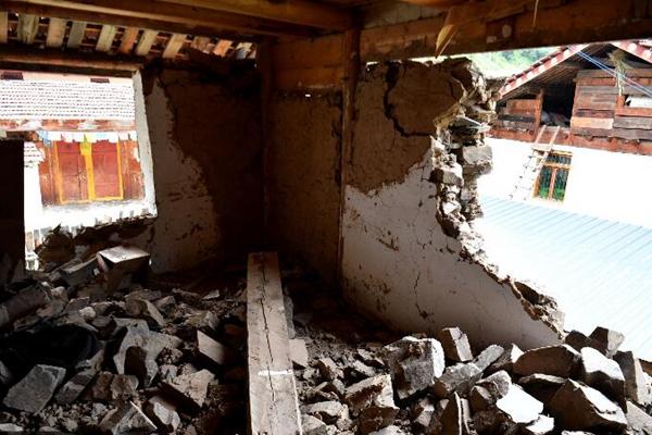九寨沟亚录寨村灾情严重 受损房屋700多栋