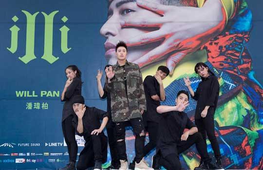潘玮柏新专签唱会场面火爆《第三类接触》庆回归年