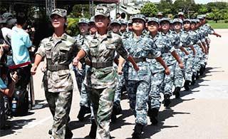 香港大学生军事生活体验营结业