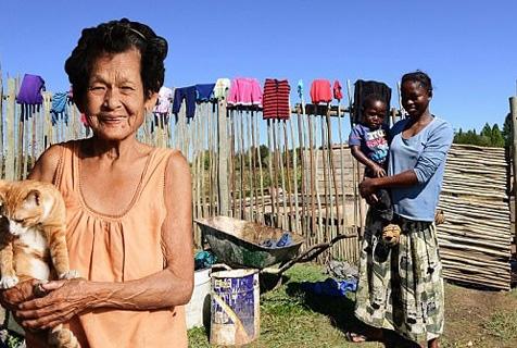 暖心!泰国男子P图带母亲环球旅行
