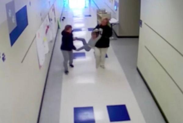 美自闭症男孩遭教师拖行 法院判定不属虐待