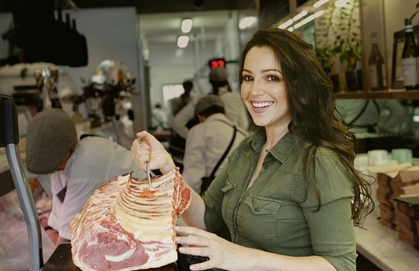 美国女吃货花9年学习烹制肉类终成行家