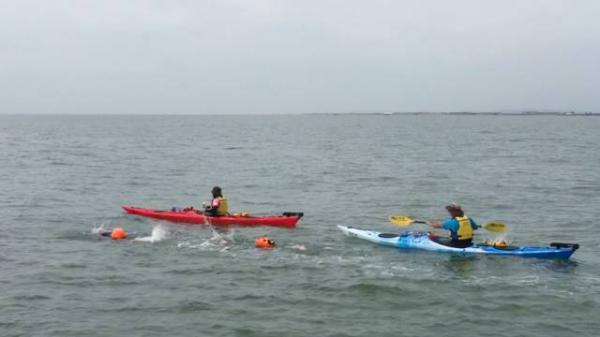 张朝阳玩了一次海上横渡:4个多小时游了13公里