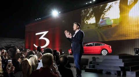 特斯拉Model 3抛弃传统车钥匙 采用全新开锁方式