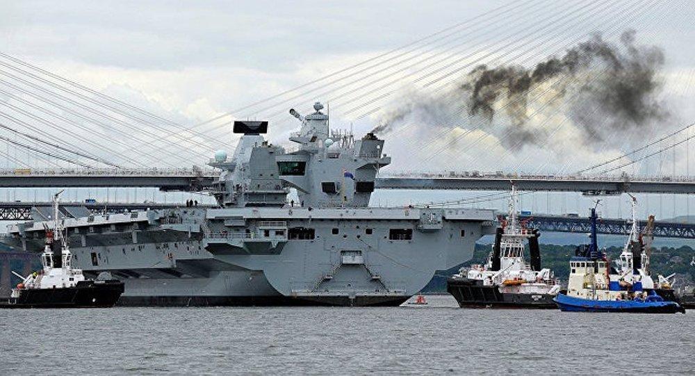 """英新航母出洋相:被无人机""""突袭""""  降落甲板未被发现"""
