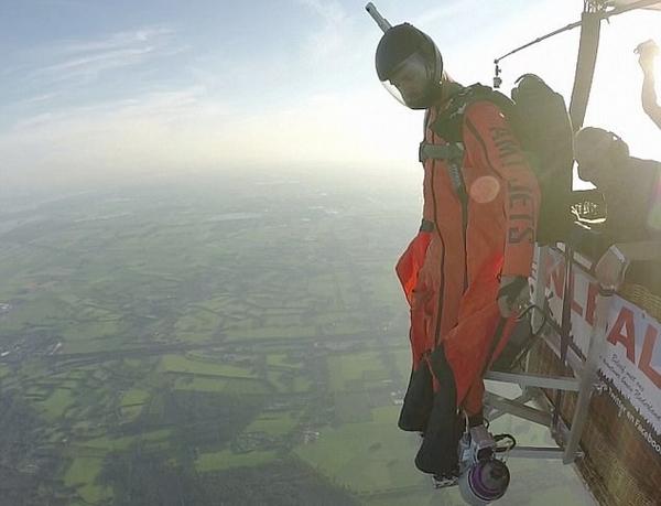 现实版钢铁侠!荷兰小伙挑战新式高空飞行