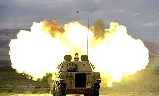 自行榴弹炮戈壁实弹射击很强悍