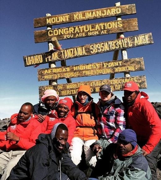 老当益壮!美88岁老人登顶非洲第一高山