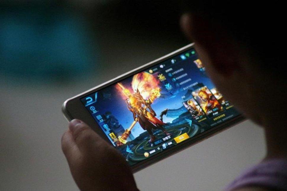《王者荣耀》助腾讯营收增长50% 日活用户达8000万
