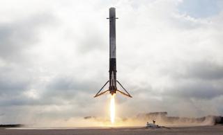 美国龙飞船为空间站送货 火箭第一级成功回收