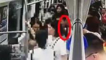 男乘客在车厢内突然跑动 致其他乘客狂奔