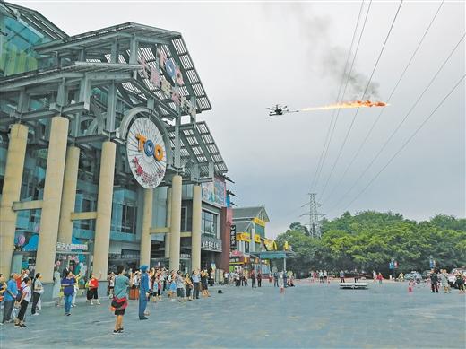 桂林首用喷火无人机清除高压线异物
